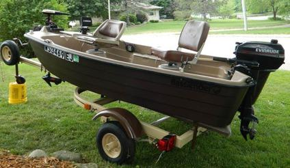 Basstender 10 2 fishing boat package motor fish finder for Bass fishing yard sale