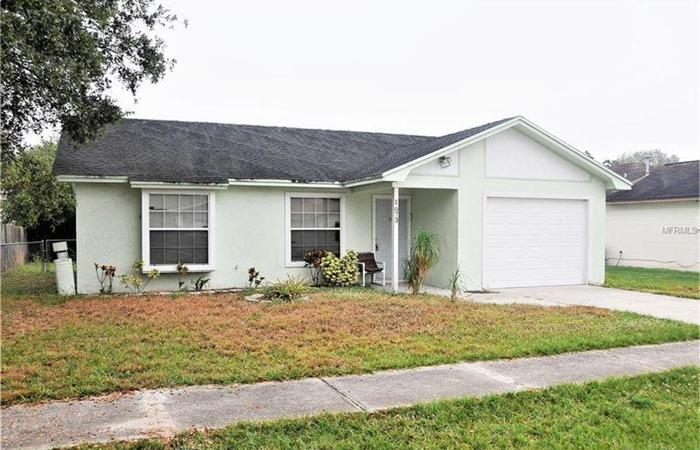 2/1 HOME MOVE-IN READY. SELLER WILL CONSIDER FINANCING