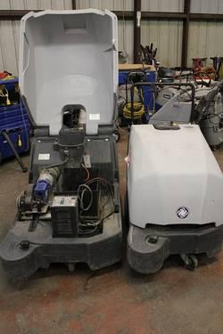 2 Advance terra 132b industrial vacuums