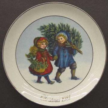 2 Avon Collectable Christmas Plates 1974-2002 25 available