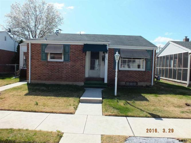 2 Bed 1 Bath House 1044 E POPLAR ST