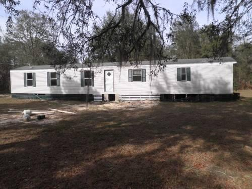2 bed, 1 bath manufactured home in Bronson, FL on 1.25