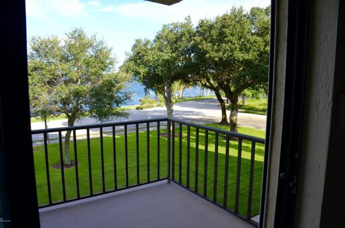 2 Bed 2 Bath Condo 1049 ROCKLEDGE DR #305