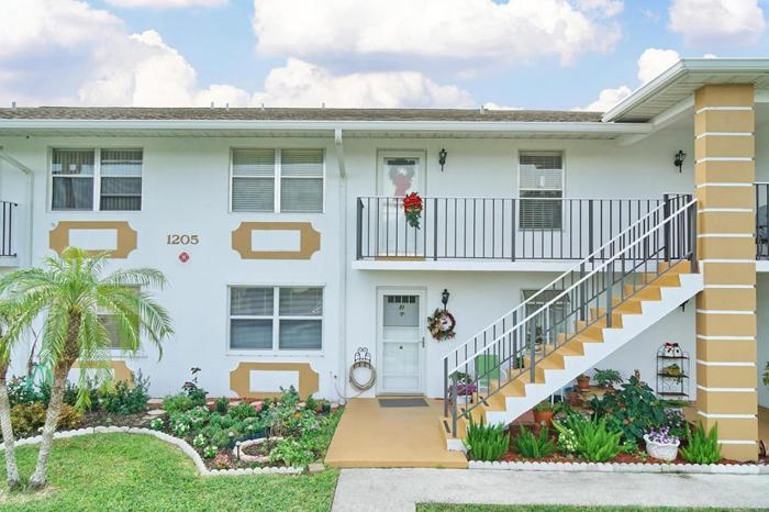 2 Bed 2 Bath Condo 1205 S LAKES END DR #E2