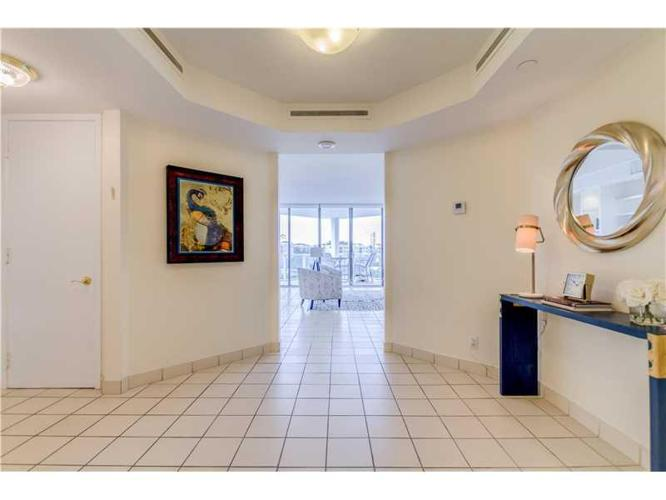 2 Bed 2 Bath Condo 19500 TURNBERRY WAY #3B