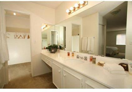 2 Beds - Park Avenue & Beverly Plaza Apartments