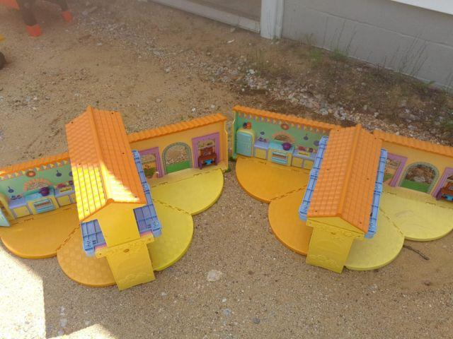 2 Doll Houses