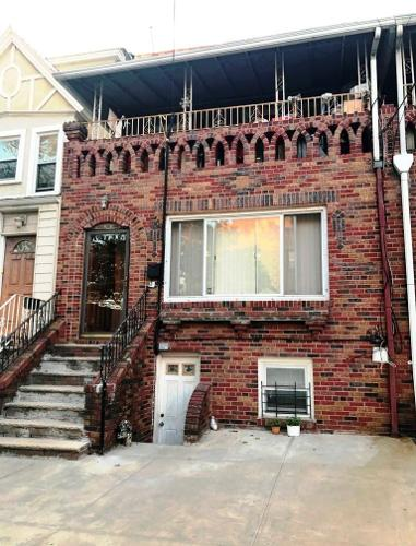 2 FAMILY BRICK TOWNHOUSE + DECK