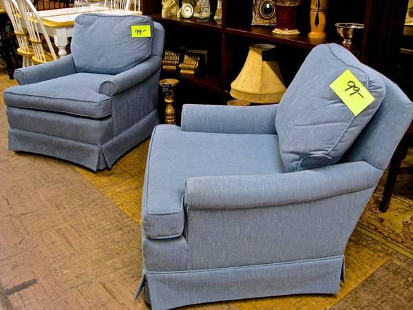 2 Matching Blue Comfy Chairs Eugene Liquidators For Sale In Eugene Oregon Classified