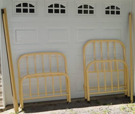 2 metal antique twin bed frames for sale in banner elk north carolina classified. Black Bedroom Furniture Sets. Home Design Ideas