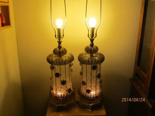 2 RARE 1960S ANTIQUE VINTAGE BRASS FLOWERS  CRYSTAL GLASS TABLE LAMP