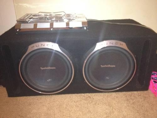 2 rockford fosgate p3 12's in box with amp