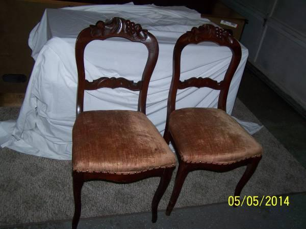 2 WOOD ANTIQUE STRAIGHT BACK CHAIRS - $75 - 2 WOOD ANTIQUE STRAIGHT BACK CHAIRS - For Sale In Fostoria, Michigan
