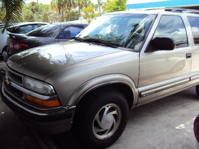 2000 Chevrolet Blazer LS on