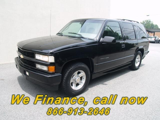 2000 chevrolet tahoe limited for sale in hickory north carolina classified. Black Bedroom Furniture Sets. Home Design Ideas