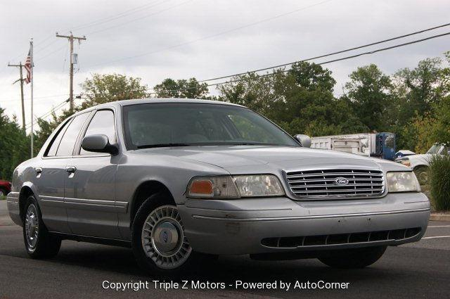 2000 ford crown victoria lx for sale in chantilly virginia classified. Black Bedroom Furniture Sets. Home Design Ideas