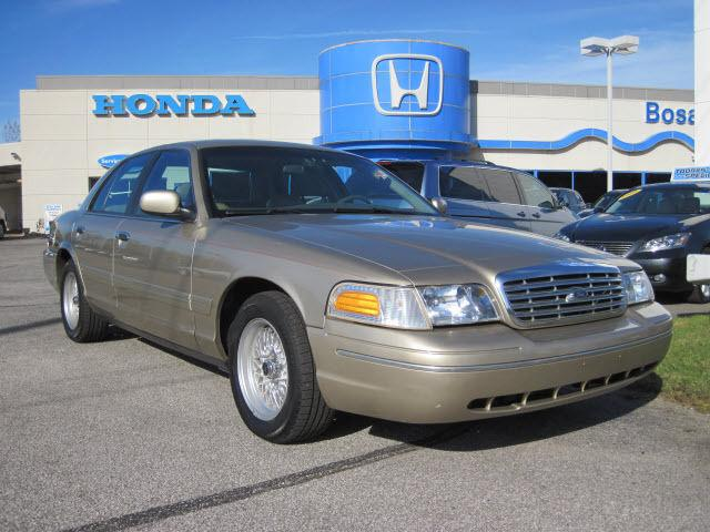 2000 ford crown victoria lx for sale in michigan city. Black Bedroom Furniture Sets. Home Design Ideas