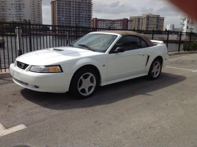 2000 ford mustang gt convertible like new 1 owner for. Black Bedroom Furniture Sets. Home Design Ideas