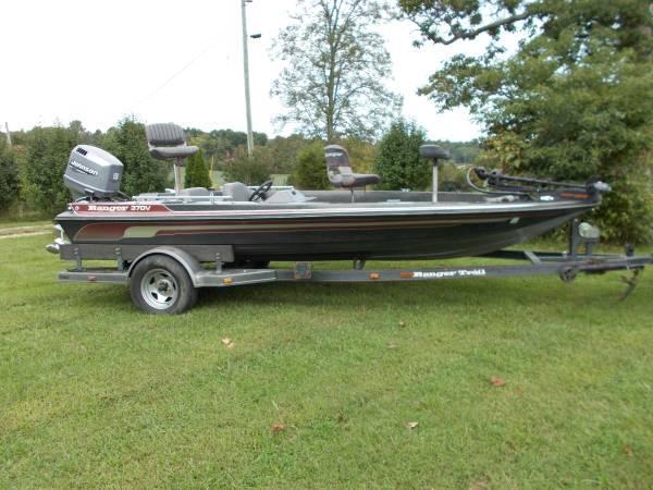 2000 Johnson 150 HP Beautiful Ranger Bass Boat - $4300