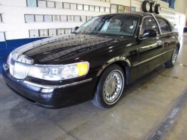 2000 lincoln town car cartier for sale in muncie indiana classified. Black Bedroom Furniture Sets. Home Design Ideas