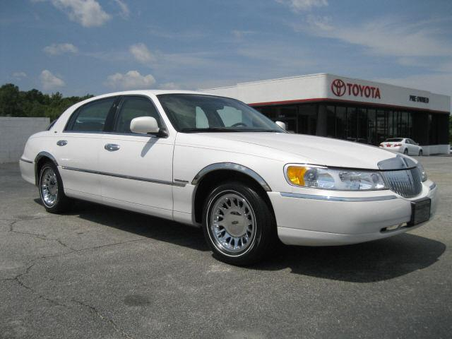 2000 lincoln town car cartier for sale in greenwood south carolina classified. Black Bedroom Furniture Sets. Home Design Ideas