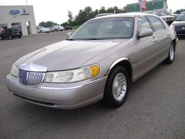 2000 lincoln town car executive for sale in montpelier ohio classified. Black Bedroom Furniture Sets. Home Design Ideas