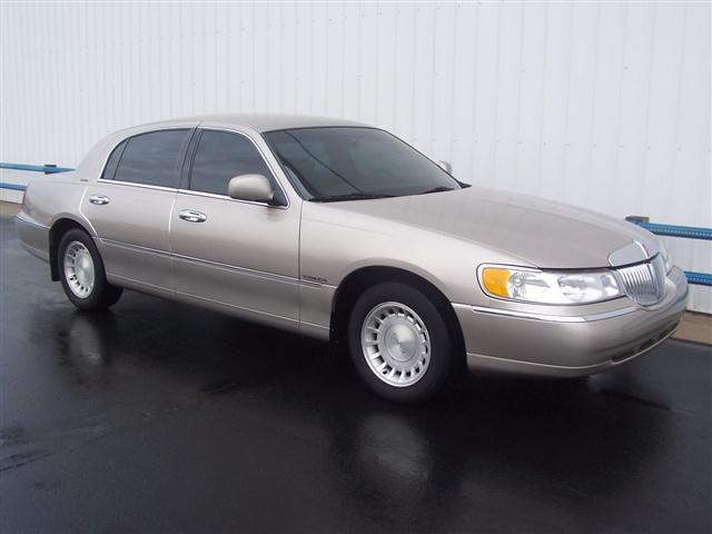 2000 lincoln town car executive for sale in silver lake indiana classified. Black Bedroom Furniture Sets. Home Design Ideas
