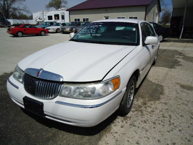 2000 lincoln town car signature for sale in cedar rapids iowa classified. Black Bedroom Furniture Sets. Home Design Ideas