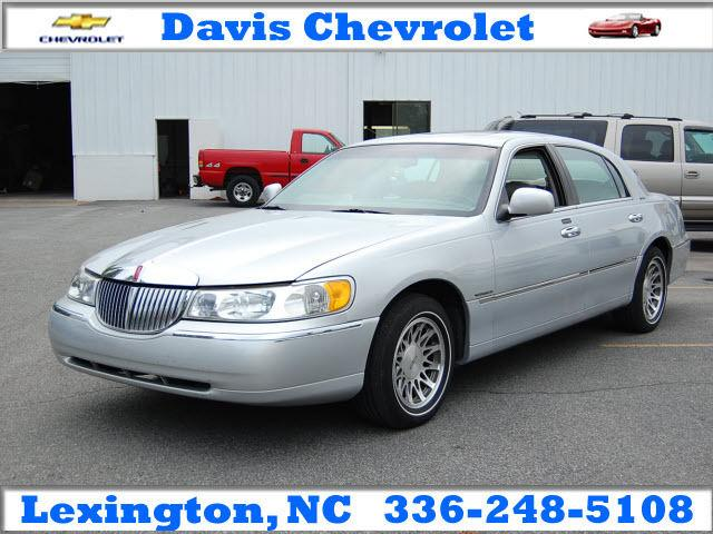 2000 Lincoln Town Car Signature For Sale In Lexington