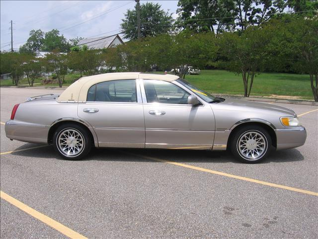2000 lincoln town car signature for sale in greenville alabama classified. Black Bedroom Furniture Sets. Home Design Ideas