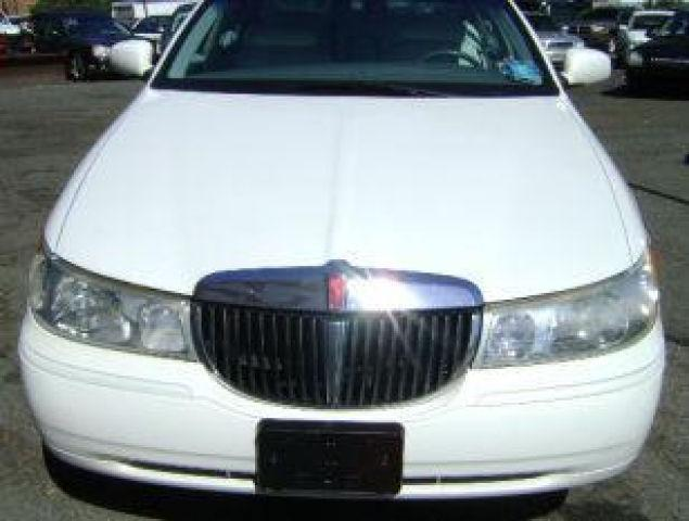 2000 lincoln town car signature for sale in newark new. Black Bedroom Furniture Sets. Home Design Ideas
