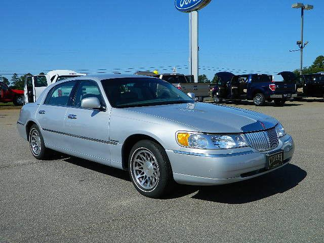 2000 lincoln town car signature for sale in thomson georgia classified. Black Bedroom Furniture Sets. Home Design Ideas