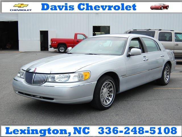 2000 lincoln town car signature for sale in lexington north carolina classified. Black Bedroom Furniture Sets. Home Design Ideas