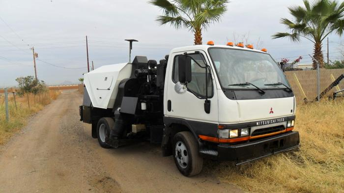 2000 Mitsubishi with Schwarze 348I Parking lot sweeper