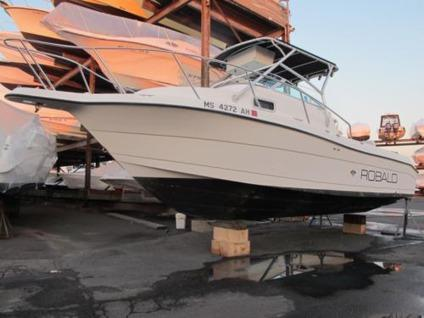 .2000 Robalo 2240 WA walk around fishing boat