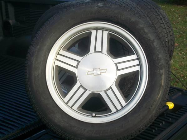 Fort Wayne Gmc Tires >> 2000 S10 or Sonoma SS Extreme Wheels & 235 55 16 or Trade - for Sale in Fort Wayne, Indiana ...
