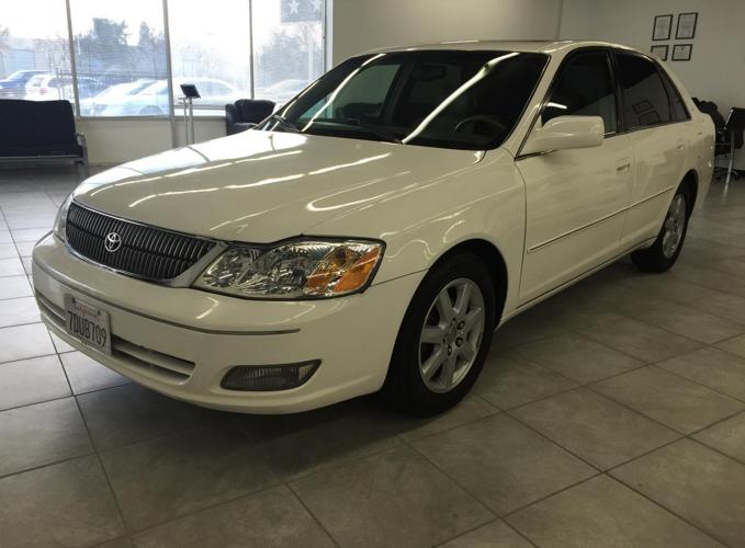 2000 toyota avalon 4dr white leather all pwr family size for sale in gold river california. Black Bedroom Furniture Sets. Home Design Ideas