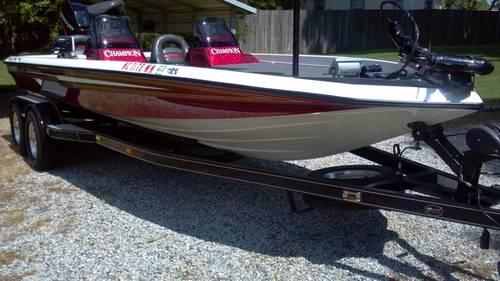 2001 Champion 206 Dcx Elite Bass Boat W   225 H P  Mercury
