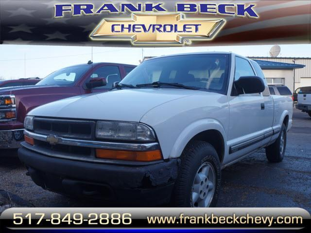 2001 Chevrolet S-10 LS 2dr Extended Cab LS 4WD SB