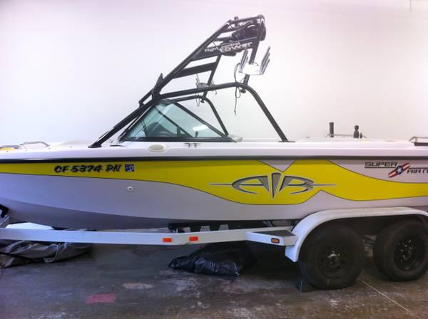 2001 Correct Craft Super Air Nautique - $25000