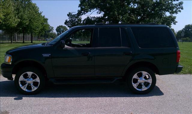 2001 ford expedition xlt for sale in mount clemens michigan classified. Black Bedroom Furniture Sets. Home Design Ideas