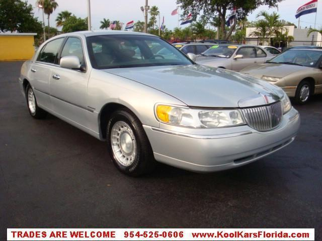 2001 lincoln town car executive for sale in fort. Black Bedroom Furniture Sets. Home Design Ideas