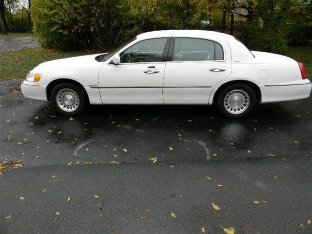 2001 lincoln town car executive for sale in goodlettsville. Black Bedroom Furniture Sets. Home Design Ideas
