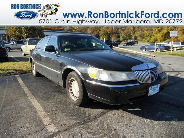 2001 lincoln town car executive for sale in upper marlboro. Black Bedroom Furniture Sets. Home Design Ideas