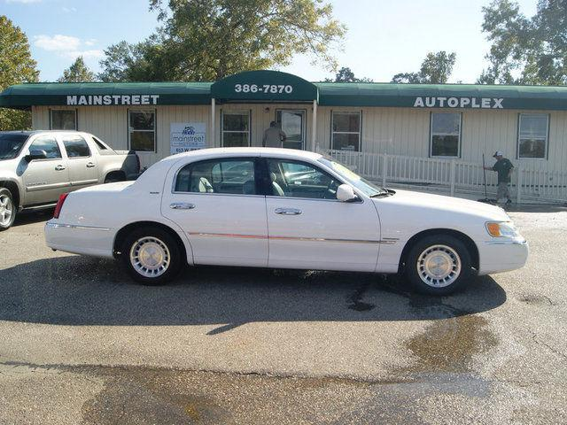 2001 lincoln town car executive for sale in ponchatoula. Black Bedroom Furniture Sets. Home Design Ideas