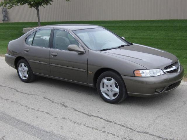 2001 nissan altima gxe for sale in naperville illinois classified. Black Bedroom Furniture Sets. Home Design Ideas