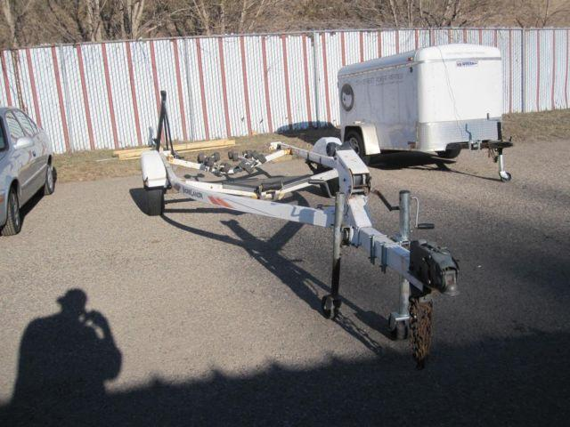 2001 Shorelandr 16 too 19 foot roller bed boat trailer.