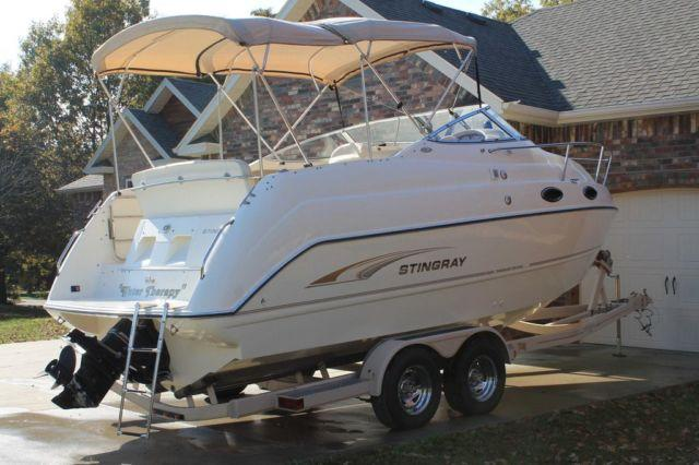 2001 STINGRAY 240CS CABIN CRUISER BOAT