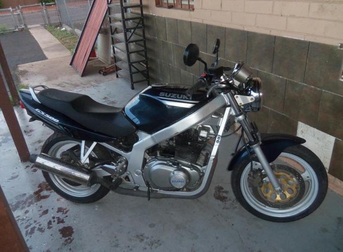 2001 Suzuki gs 500 $1300
