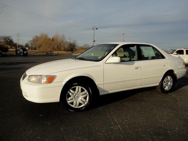 2001 toyota camry 4 dr sedan le for sale in mineral wells mississippi classified. Black Bedroom Furniture Sets. Home Design Ideas